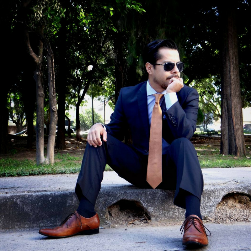 2a938e346d4894 The old traditional rule of matching your socks with your suit will always  be a wise choice.